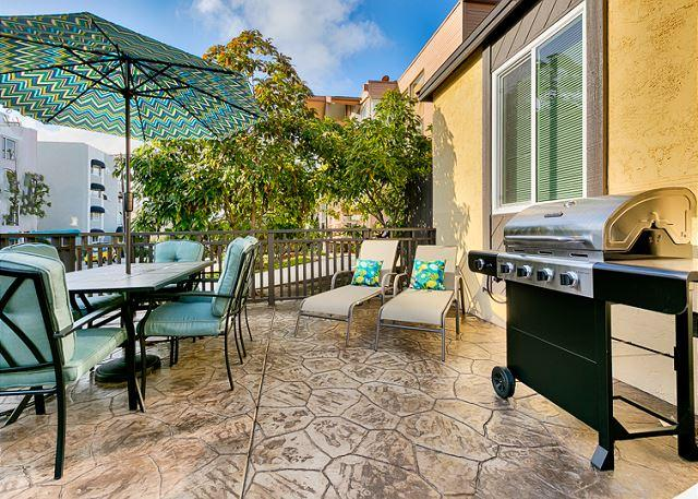 Front porch of home.  Relax after a bay at the bay or bar-b-que - 20% OFF DEC- Steps to Sail Bay - Peek Ocean View from Porch - Newly Remodeled - San Diego - rentals