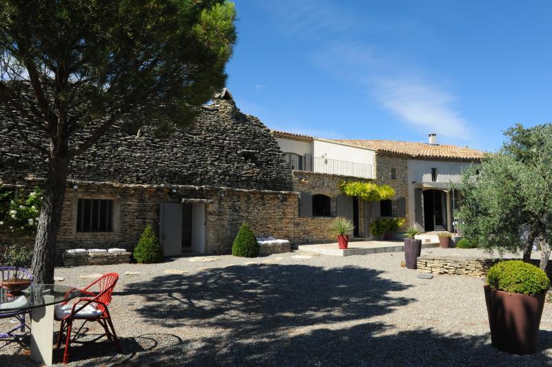 Charming Provencal Villa near Small Village - Maison Capucine - Image 1 - Cabrieres-d'Avignon - rentals