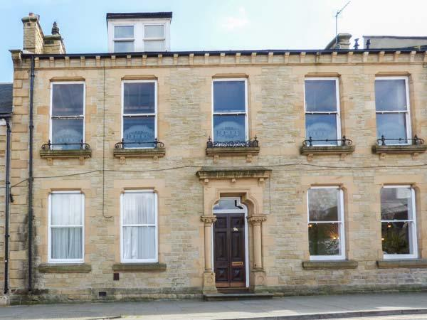 9A MARKET PLACE, ground floor apartment, woodburner, WiFi, pet-friendly, in Bishop Auckland, Ref 921055 - Image 1 - Bishop Auckland - rentals