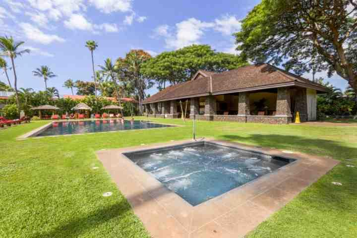 Enjoy the jacuzzi tub and infinity salt water swimming pool at Aina Nalu. - Lahaina Town - Aina Nalu Resort One Bedroom / One Bath - Lahaina - rentals