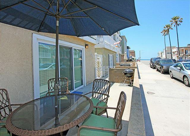 Steps to the sand walk to shopping! (68338) - Image 1 - Newport Beach - rentals