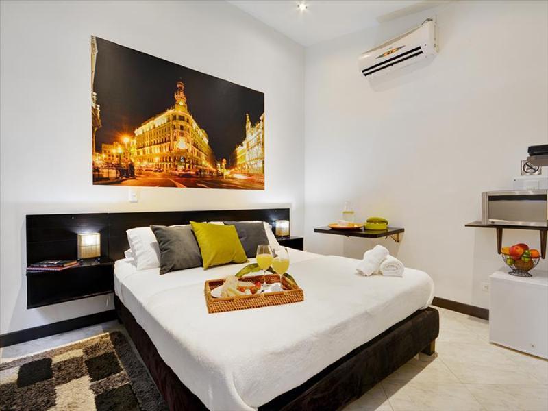 Bargain Priced Apartment Suite - Image 1 - Medellin - rentals