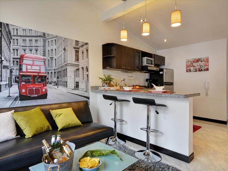 London Themed Unit Near Nightlife - Image 1 - Medellin - rentals