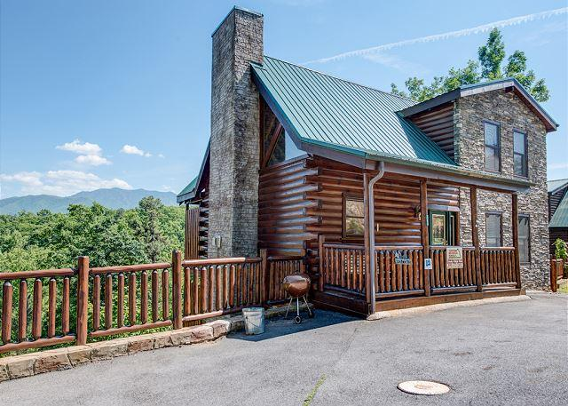 You can see how the cabin got its name! - Smoky Ridge View, 3 Bedrooms, Views, Gaming, Hot Tub, Grill, Sleeps 10 - Gatlinburg - rentals