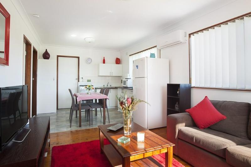The Waratah Beach Villa - Image 1 - Windang - rentals