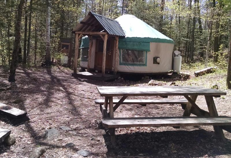 Y2 Picnic table and bon fire pit offer great outdoor relaxation - Hike in Backcountry Yurt Rentals - Minerva - rentals