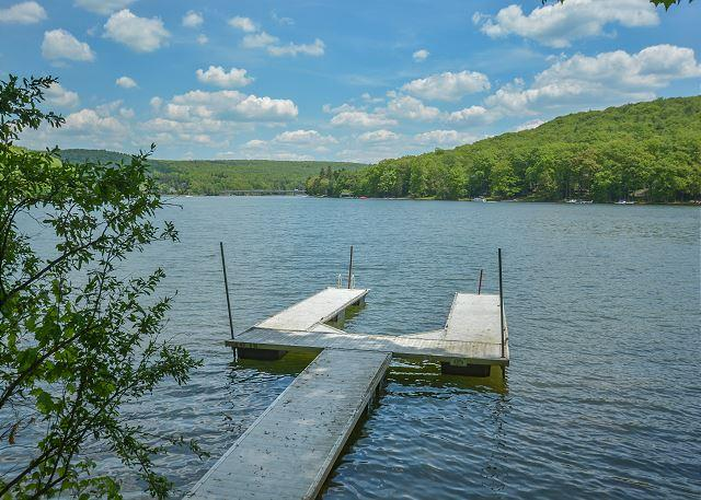 Dock - Charismatic 3 Bedroom Lakefront Chalet with hot tub & just minutes from Wisp! - McHenry - rentals