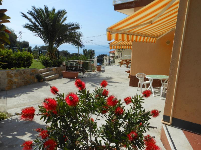Common terrace in front of the studios - ORIONE studio apartment with garden near the sea - Cipressa - rentals