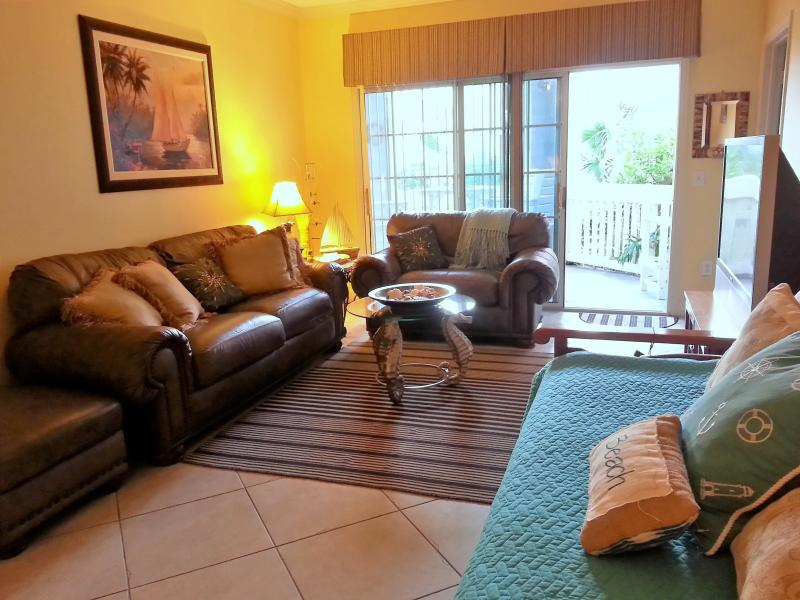 Beach front condo at the Seawall! Ground level; wheelchair accessible. - 2 bdrm; Beach front condo! Pools and Spa! - Galveston Island - rentals