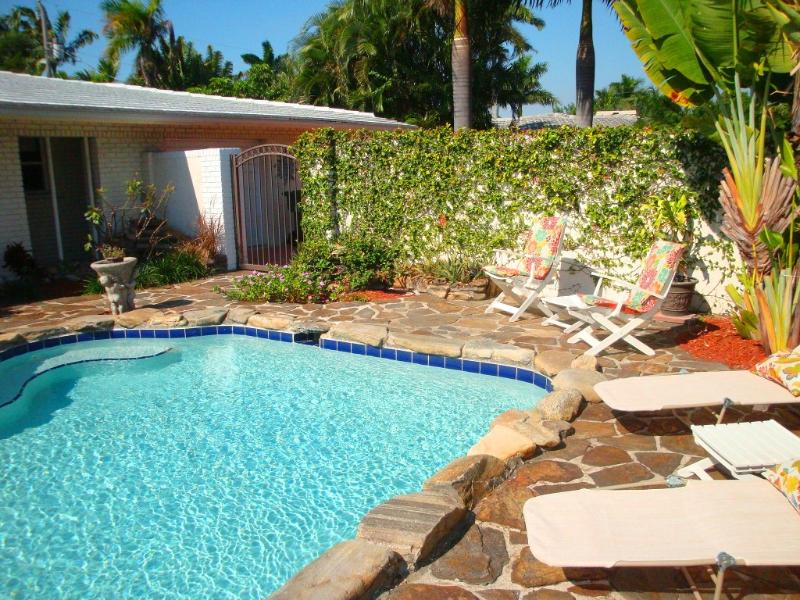 Bayview Paradise: Swing set, Great Pool. - Image 1 - Fort Lauderdale - rentals