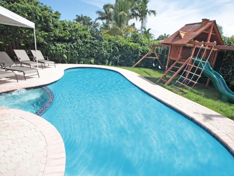 Palm Cove: Great Rates! Beaches, TV by pool. Childrens Treehouse. 4/3 Sleeps 10 - Image 1 - Fort Lauderdale - rentals
