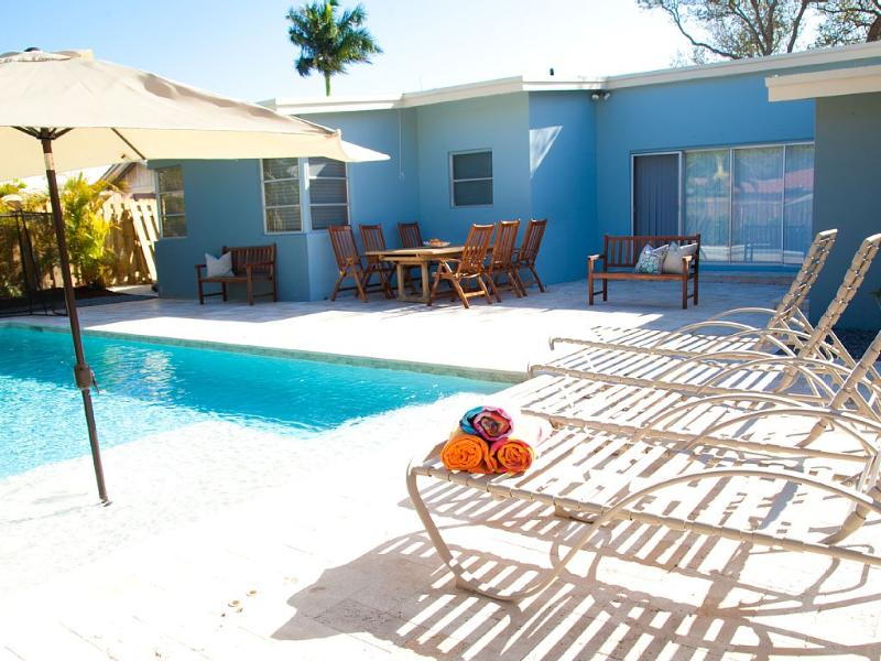 Hibiscus by the Sea: Saltwater Pool, Walk to Ocean - Image 1 - Lauderdale by the Sea - rentals