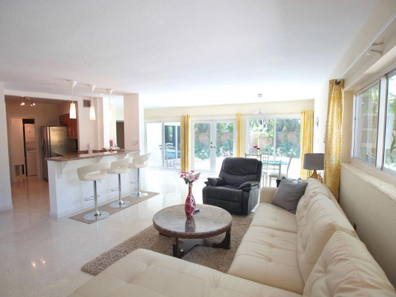 Dolphin Isles Beach Paradise:  Walk to Ocean. - Image 1 - Fort Lauderdale - rentals