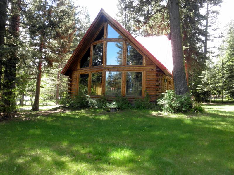 Bear Lodge, tucked into the woods - Bear Lodge - Quiet, Hot Tub, Air Cond. - McCall - rentals
