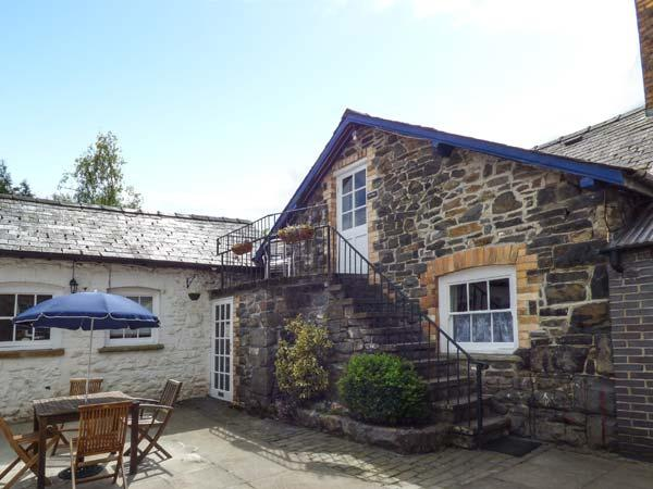 THE WYE studio accommodation, balcony, WiFi, walks, fishing, in Rhayader Ref 931174 - Image 1 - Rhayader - rentals
