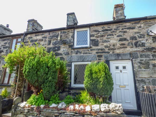 3 WHITE STREET, multi-fuel stove, fantastic walking, pet-friendly, Penmachno, Ref 12584 - Image 1 - Penmachno - rentals