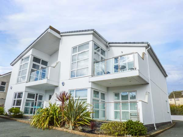 STONE'S THROW, ground floor apartment near beach, WiFi, patio, Benllech Ref 934073 - Image 1 - Benllech - rentals