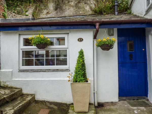 13 CASTLE HILL, woodburner, close to amenities, views from patio, Lostwithiel, Ref 934163 - Image 1 - Lostwithiel - rentals