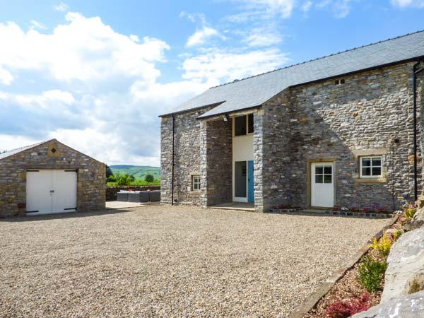 OX HEY BARN, woodburning stove, en-suites, external games room, Bolton by Bowland, Ref 5886 - Image 1 - Bolton by Bowland - rentals