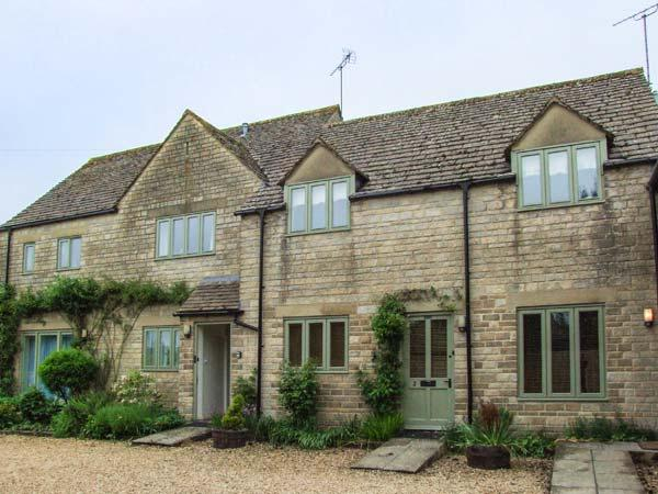 THE RETREAT, all first floor, off road parking, shared gravelled garden, in Bibury, Ref 935049 - Image 1 - Bibury - rentals
