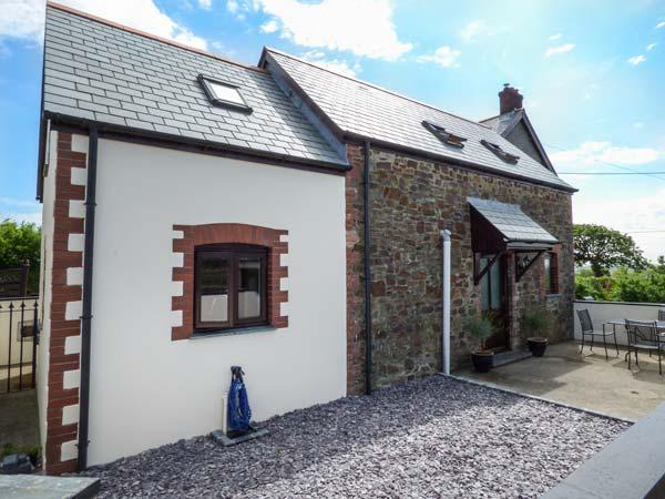 TAMAR VIEW, barn conversion on smallholding, pet-friendly, private enclosed garden, WiFi, nr Bradworthy, Ref 936884 - Image 1 - Bradworthy - rentals