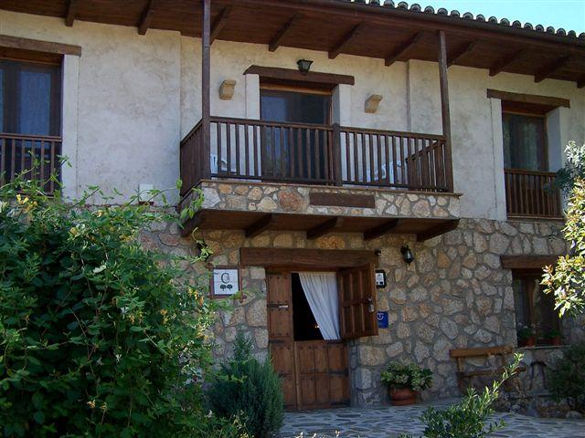 Rural apartment in a lovely rural setting with swimming pool - Image 1 - Valverde del Fresno - rentals