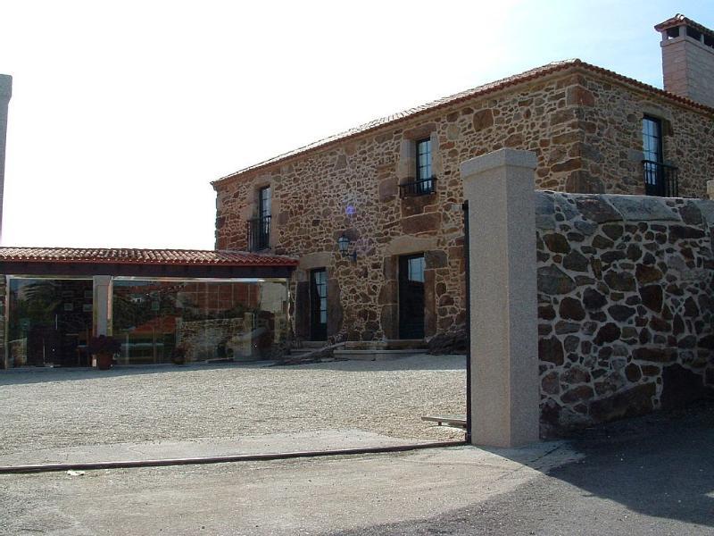 Amazing rustic stone house near Coruña and Baldaio beach - Image 1 - Santiago de Sisamo - rentals