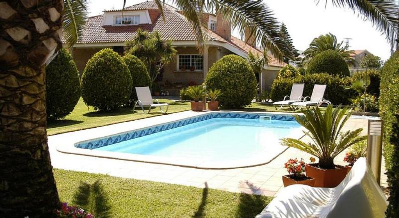 Luxurious seafront duplex with swimming pool in seafood paradise - Image 1 - O Grove - rentals