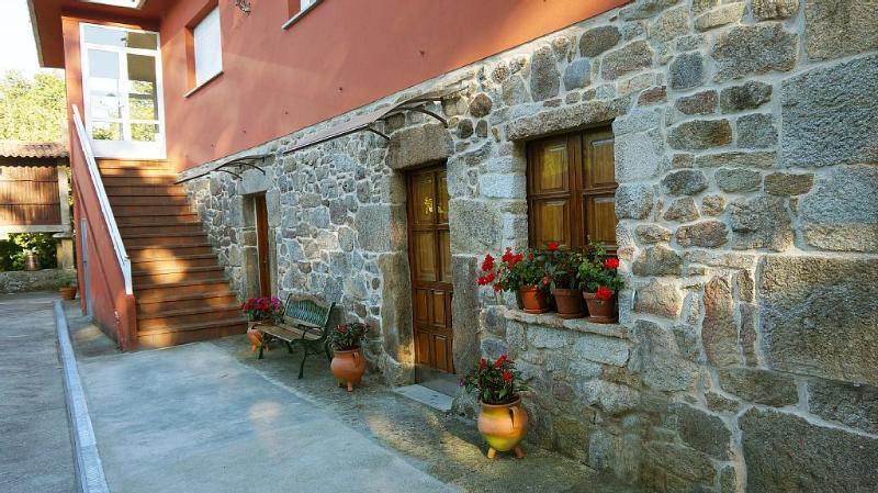 Peaceful typical Galician house in countryside near Santiago de Compostela - Image 1 - Raices - rentals
