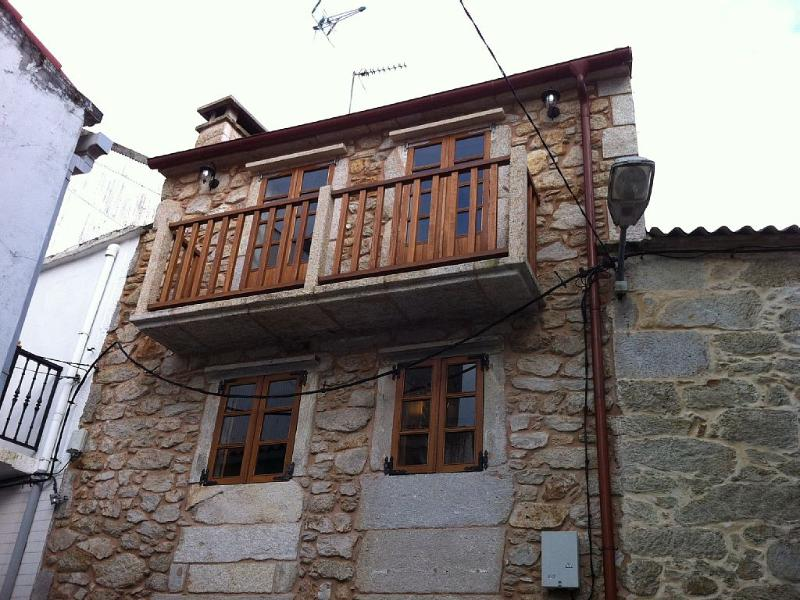 Charming, cozy rustic house on Costa da Morte - Image 1 - Ponteceso - rentals