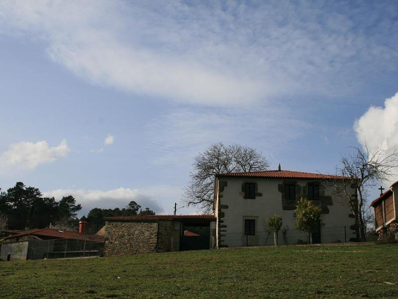 Peaceful, lovely house in countryside for groups - Image 1 - Bascuas - rentals