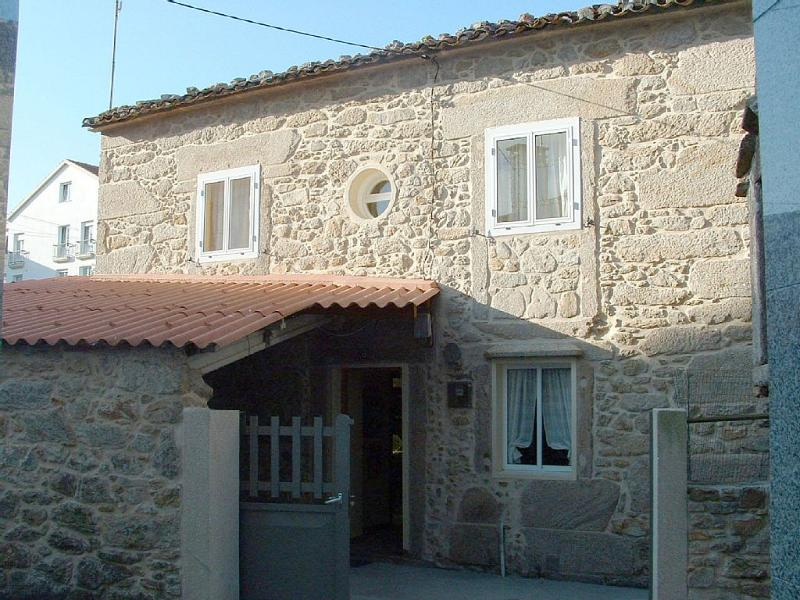 Charming stone house close to the beach in Laxe - Image 1 - Laxe - rentals