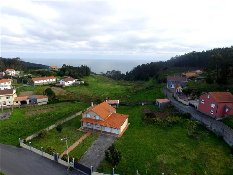 Lovely, cozy villa just 400 m from the beach - Image 1 - Malpica de Bergantinos - rentals