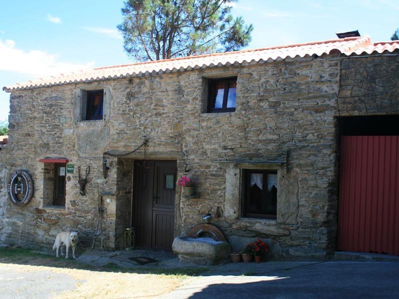 Picturesque stone house in countryside, close to Costa da Morte - Image 1 - Cabana de Bergantinos - rentals