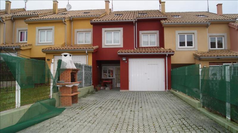 Cozy, modern villa close to beach in Laxe - Image 1 - Laxe - rentals