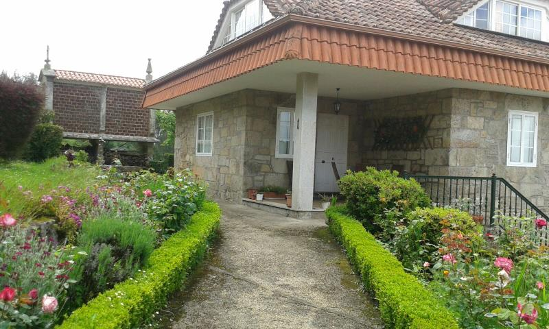 Rural stone house in idyllic natural environment near the beach - Image 1 - Cuntis - rentals