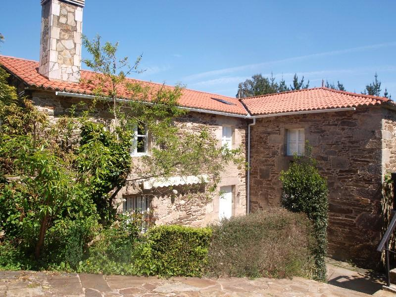 Lovely typical Galician stone house near the beach - Image 1 - Mino - rentals