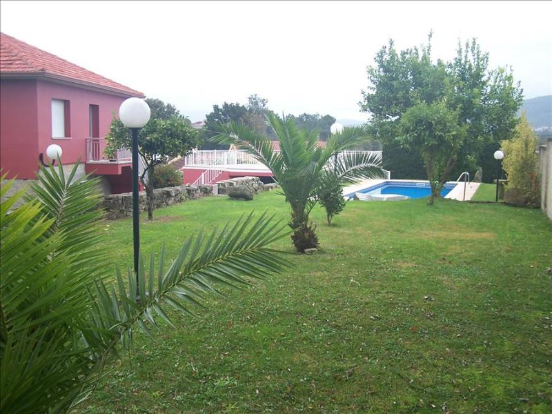 Stunning holiday home with swimming pool near River Miño and lovely beaches - Image 1 - Tomino - rentals