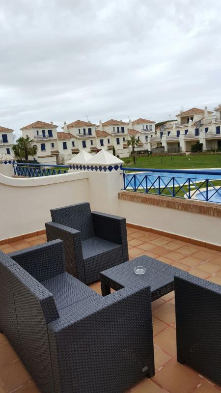 Lovely apartment with swimming pool on Costa Esuri - Image 1 - Ayamonte - rentals