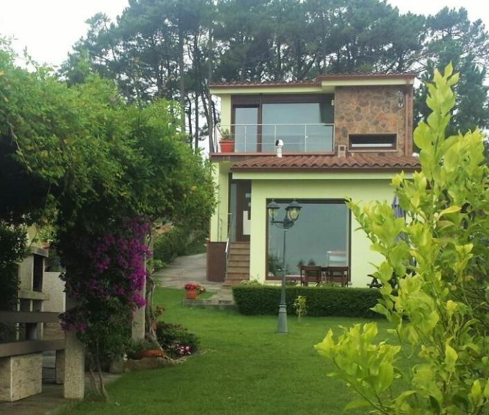Lovely villa 200 m from the beach in Ameixida - Image 1 - Aguino - rentals