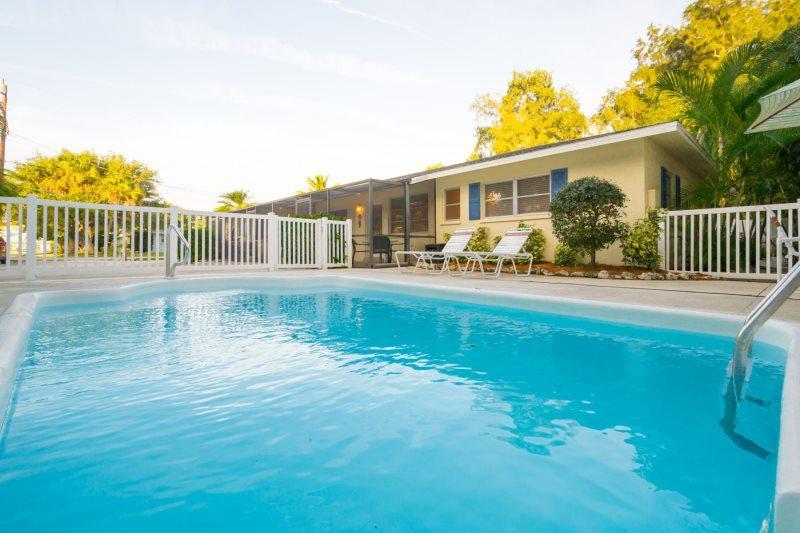 Sandy Seahorse Cottage - Image 1 - Sarasota - rentals