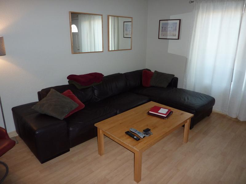 Living Room with comfortable leather sofa and chair. - Imperial Beach Sand and Sea Retreat - Imperial Beach - rentals