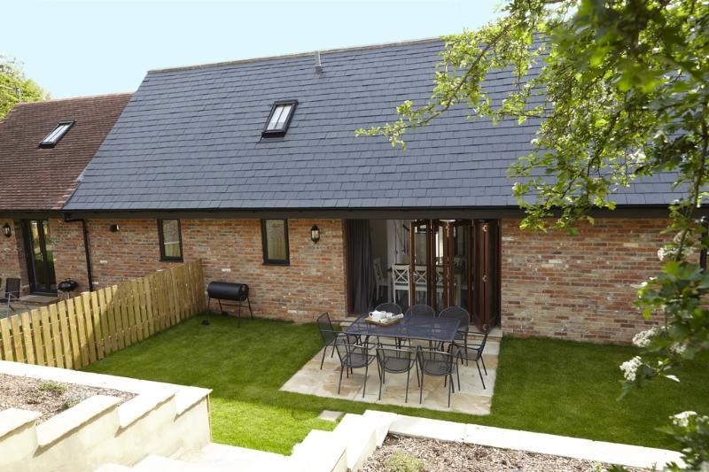 Willow Barn, Fernhill Farm located in Ryde, Isle Of Wight - Image 1 - Wootton - rentals