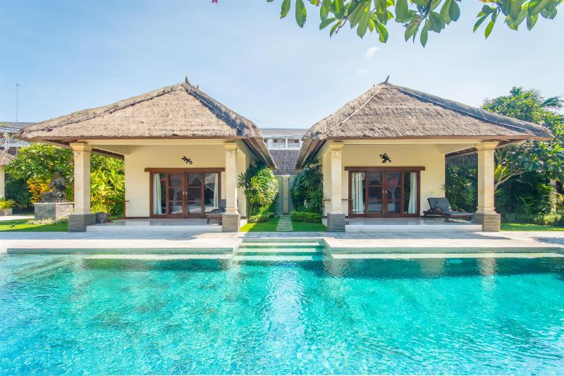4 bedrooms - Villa Alam - Central Seminyak - Image 1 - Seminyak - rentals