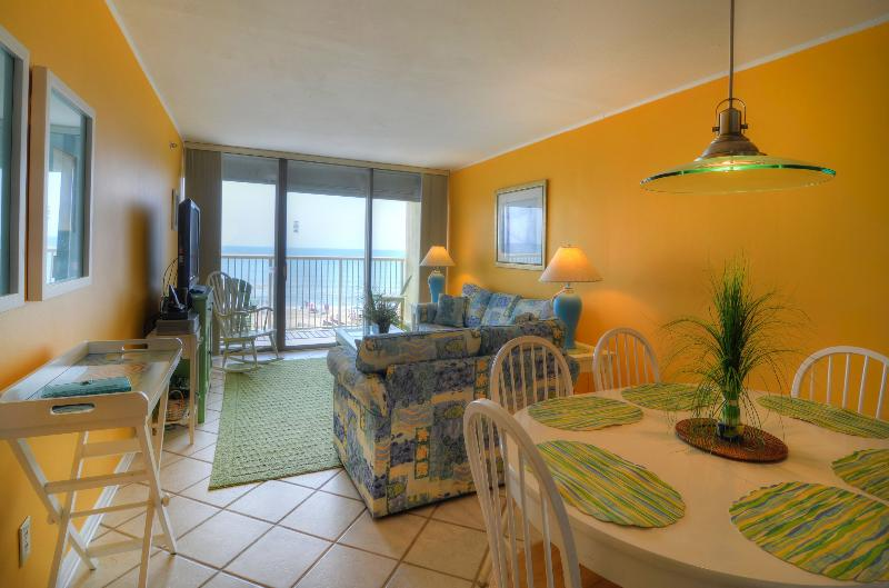 BEAUTIFUL OCEANFRONT LIVING SPACE WITH BLACK OUT BLINDS - Pelican Watch 302 Oceanfront- 2 Bed-Pool - Carolina Beach - rentals