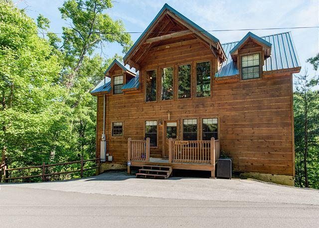 Welcome to your Smoky Mountain Retreat - Bear Pause   Pool Table Foosball Cable Pets WiFi Hot Tub   Free Nights - Gatlinburg - rentals