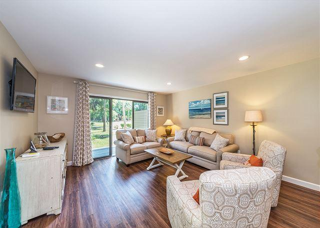 Greens 184, 3 Bedrooms, Pool, Golf View, Walk to Beach, Sleeps 8 - Image 1 - Hilton Head - rentals