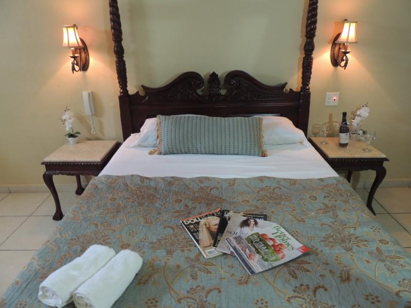 Jewel Room - Habitación para 2 personas con Jacuzzi - Image 1 - Toa Baja - rentals