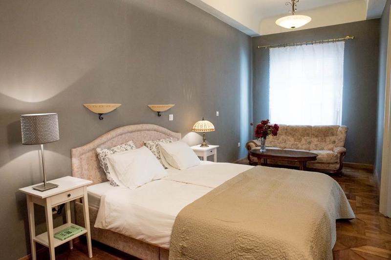 Master bedroom - Cobblers Bridge Apartment - Ljubljana - rentals
