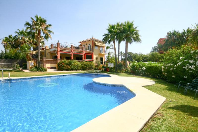 1853 - 3 bed townhouse, Garden Beach, Estepona - Image 1 - Estepona - rentals